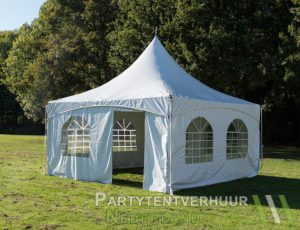 Pagodetent 4x4 meter voorkant schuin huren - Partytentverhuur Nederland